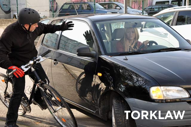 driver not paying attention to bicyclist